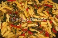 Captura de Macarrão com casca de abobrinha e pimentão